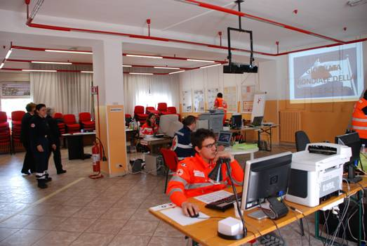 Adunata, la sala operativa della Croce Rossa