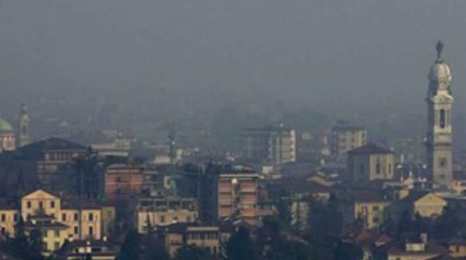 Bergamo avvolta dallo smog