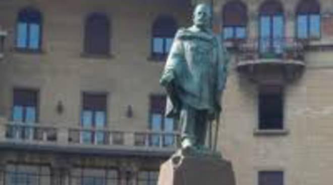 La statua di Giuseppe Garibaldi alla rotonda dei Mille