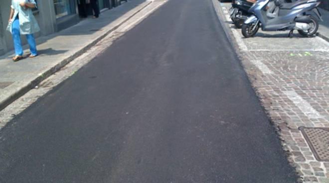 Striscia d'asfalto in via Borgo Palazzo