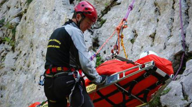 Una squadra del soccorso alpino