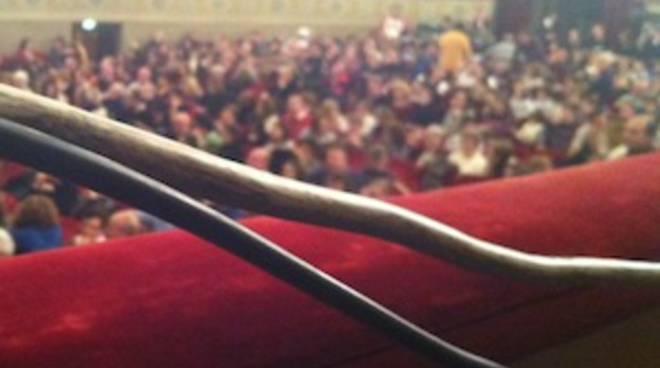 brand new 27bb2 87210 Teatro Donizetti, lo show dei cavi elettrici a vista ...