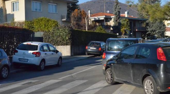 Parcheggio selvaggio attorno allo stadio di Bergamo