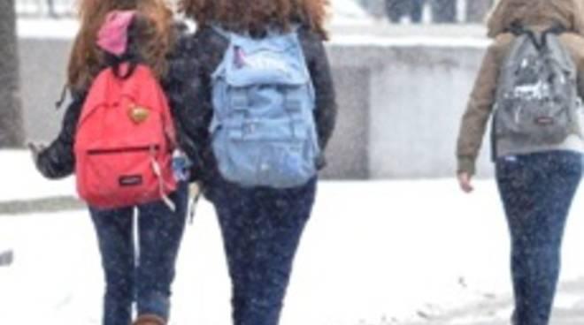 Studenti in mezzo alla neve