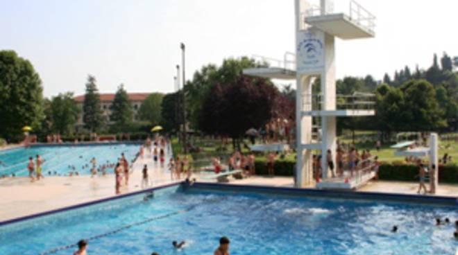 Un tuffo fuori casa ecco le piscine aperte e le sponde for Piantina della piscina