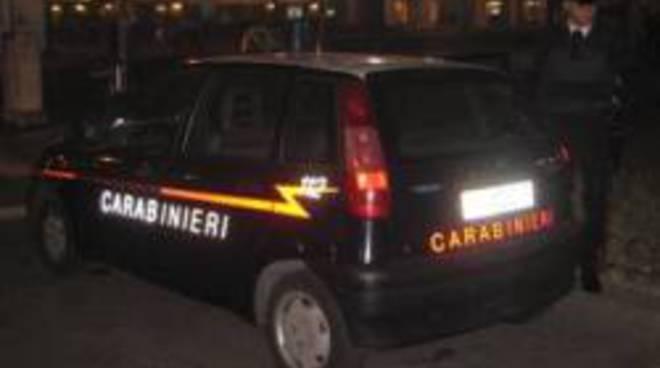 Sfondano vetrina per rubare dieci euro - Bergamo News