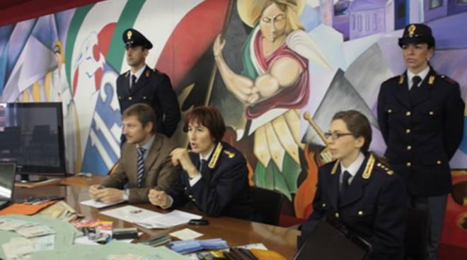 Falsi permessi di soggiorno cinque arresti bergamo news for Questura di bergamo permessi di soggiorno pronti