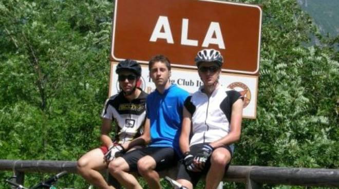 I tre amici immortalati ad Ala