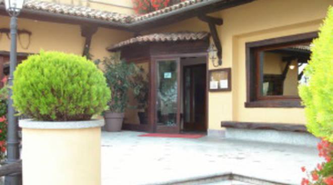 Bianzano, profughi devastano hotel Bonanza