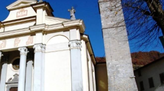 Il campanile della chiesa di Gorno