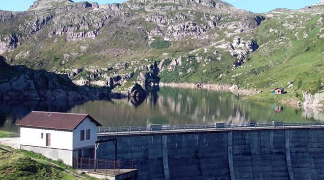 La centrale della diga a Mezzeno ai Laghi Gemelli  (Foto tratta dal Val Brembana Web)