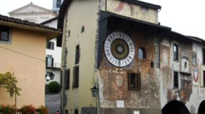 Clusone, la piazza dell'orologio