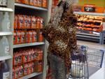 La cougar rimorchia al supermarket