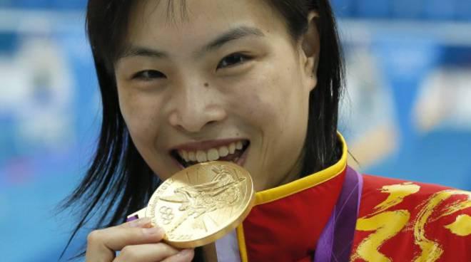 Wu Minxia sorridente dopo l'oro olimpico conquistato l'1 agosto