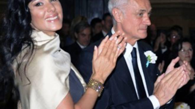 Antonio Percassi con la compagna Sabrina al matrimonio del figlio Luca (foto Sparaco)