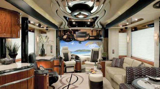 Newell coach interni e motore di lusso di un caravan d for Corso per arredatore d interni