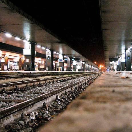 Treni e stazioni ancora nel mirino