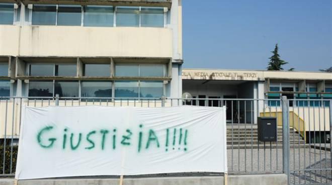 Palosco, striscioni di protesta a scuola