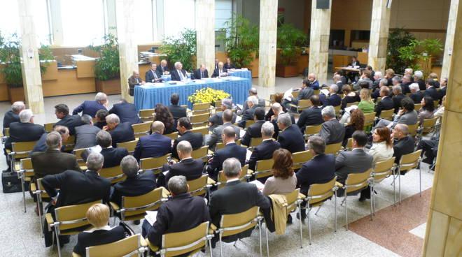 Un momento dell'assemblea degli azionisti del Credito Bergamasco