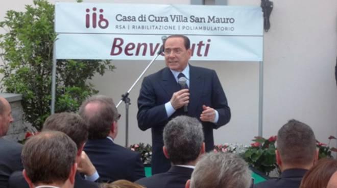 Berlusconi e Maroni a Pontida per Villa San Mauro