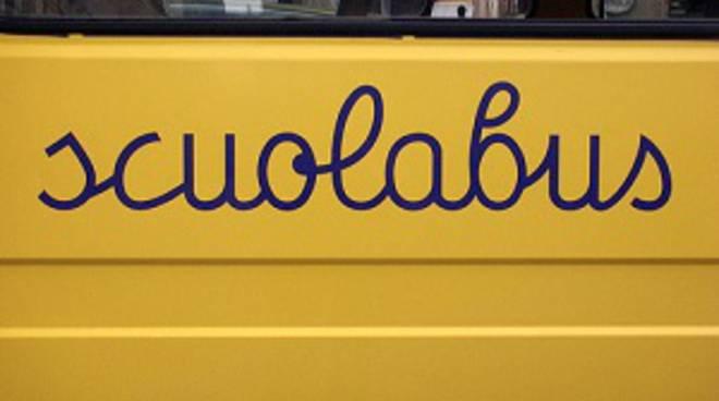 Bimba dimenticata sullo scuolabus