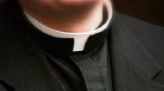 Il sacerdote è accusato di abusi sessuali su una ragazza