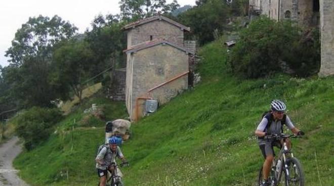 In mountain bike nella media Valle Brembana (foto Gianpietro Giupponi)