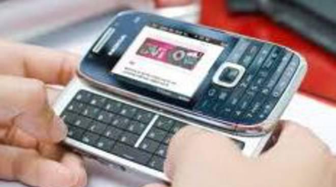 Il cellulare nuovo con la tariffa? Sei lombardi su dieci dicono no