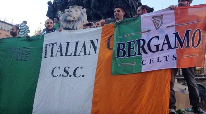 Il gruppo bergamasco con i tifosi del Celtic