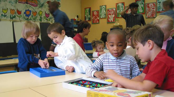 Una classe con bambini immigrati