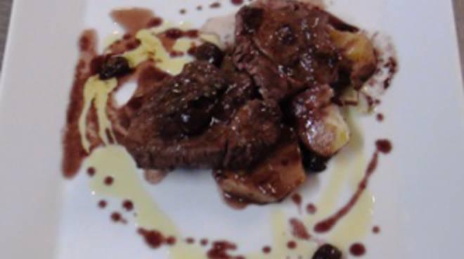 Filetto di vitello al Valcalepio con olive taggiasche e capperi