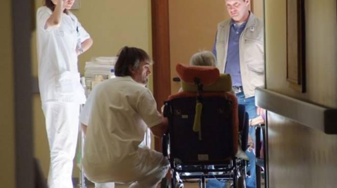 Più di 25mila bergamaschi scrivono a Maroni: assuma medici per gli hospice foto
