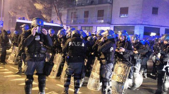 Scontri ultrà-polizia dopo Atalanta-Roma