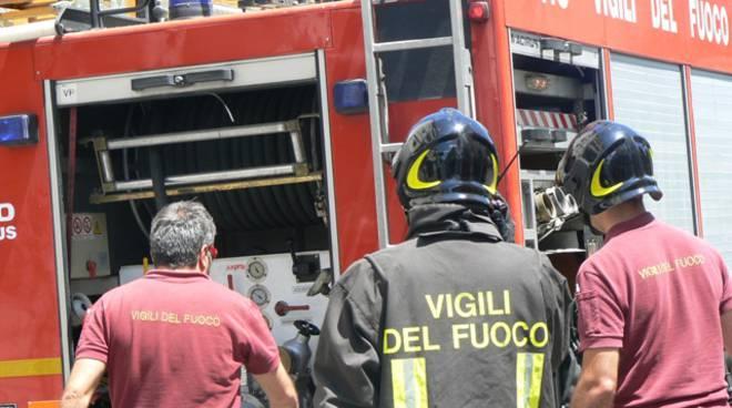 Vigili del fuoco in azione ad Alzano