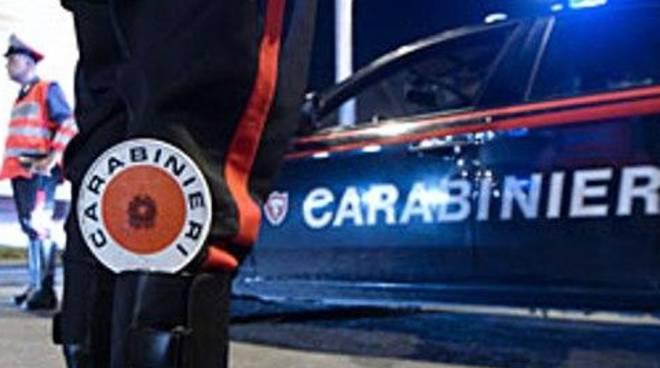 Fermato per un controllo picchia i carabinieri