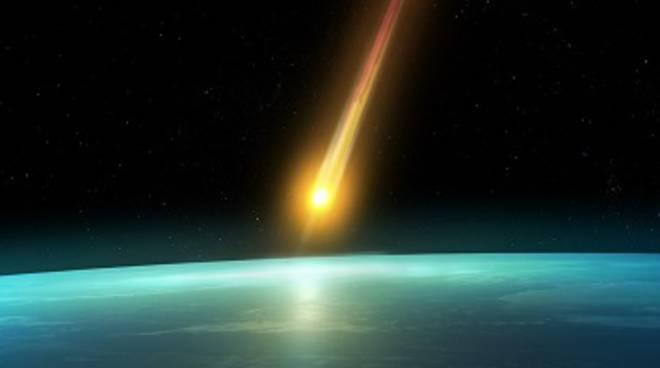 Fireball, meteorite in caduta sulla terra.