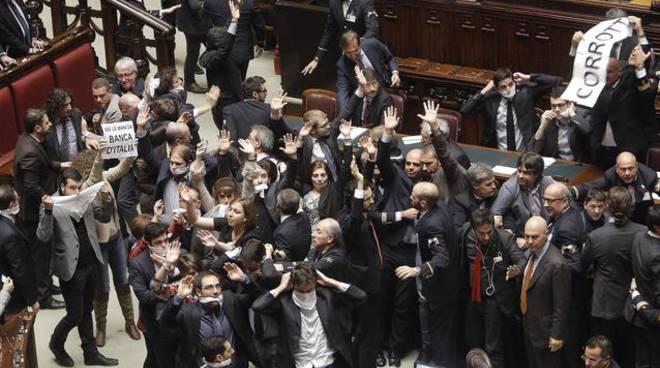 Italicum voto finale con polemiche sulla nuova legge for Camera dei deputati in diretta