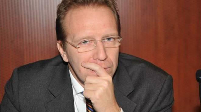 Il senatore Enrico Piccinelli al congresso del Ppe