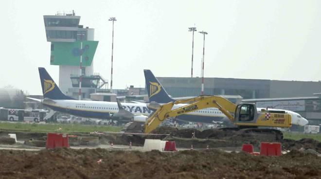 Cantiere dell 39 aeroporto i lavori alla pista in anticipo - Giardinia orio al serio ...