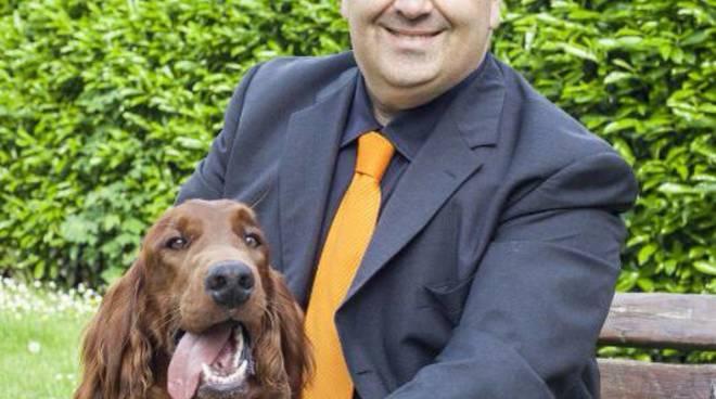 Giuseppe Rampolla, candidato sindaco a Torre Boldone, col suo cane Gordon