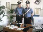 Carabinieri irrompono nel supermercato e arrestano i rapinatori
