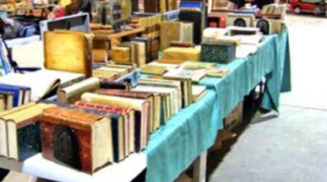 A gandellino raccolta fondi per la biblioteca comunale con for Libri usati vendita