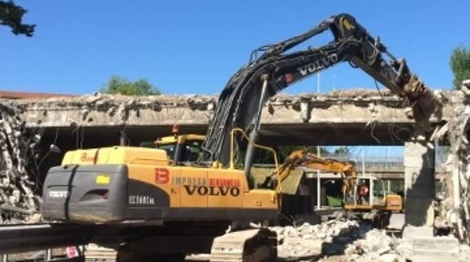 La demolizione del ponte di Monterosso