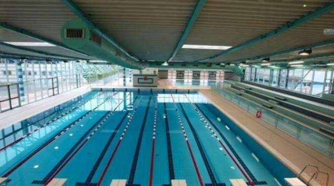 Bergamo nuoto protesta piscine sempre occupate cos for Centro sportivo le piscine guastalla