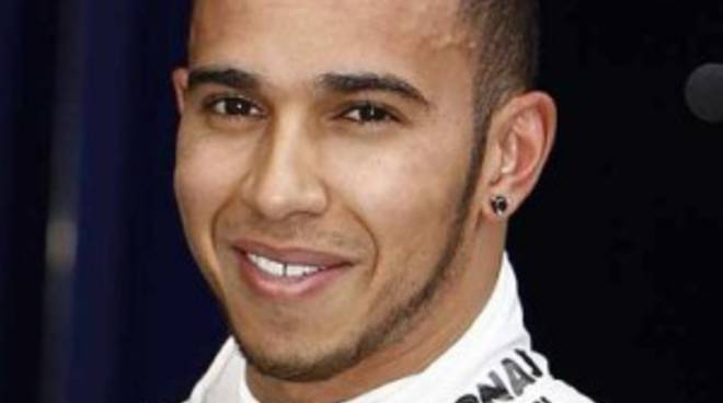 Il pilota inglese Lewis Hamilton, su Mercedes