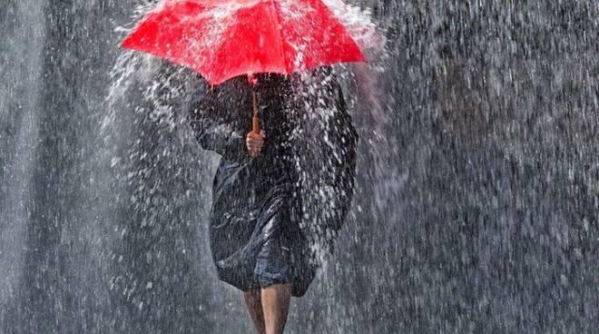 Pioggia, pioggia e ancora pioggia, ma aumentano le temperature previsioni
