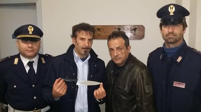 Il coltello sequestrato al 40enne