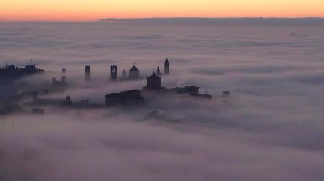 Bergamo nella nebbia