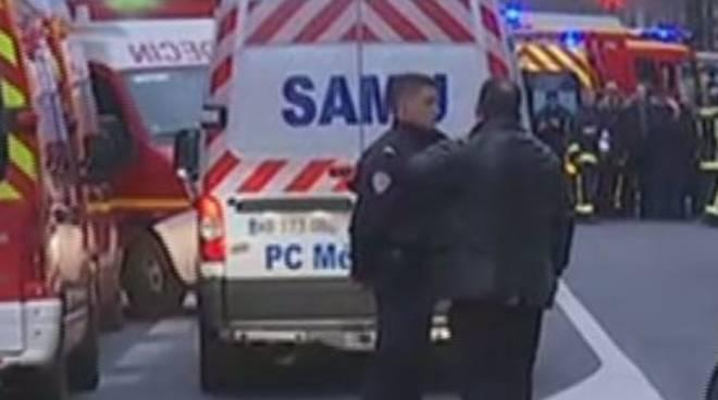 Parigi: nuova sparatoria alle porte della città