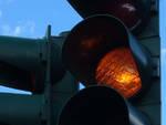 Semaforo giallo, insidie in vista per gli automobilisti